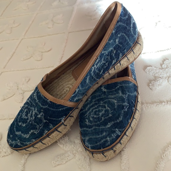 Johnston & Murphy blue denim swirl/floral flat